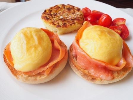 フォーシーズンズホテルの朝食で注文したエッグベネディクト。1つだけでも満足するぐらい濃厚なおいしさでした。