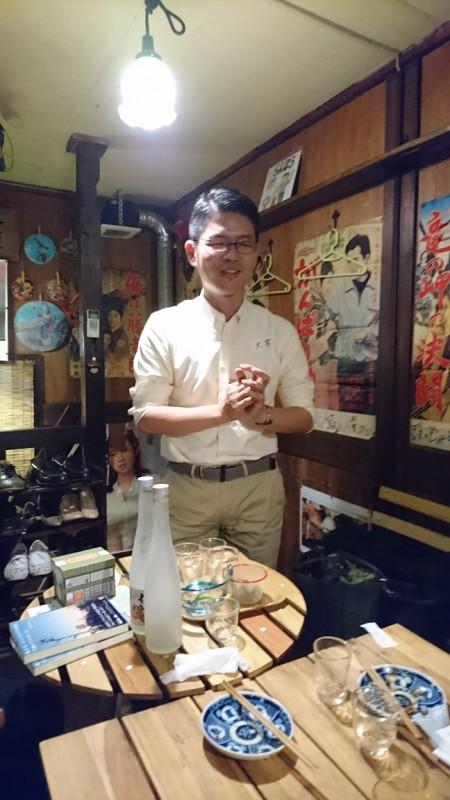 福島の酒造勤務のWさんが差し入れてくれたリキュールに感動しつつ、最後の挨拶をする僕。酔ってます!