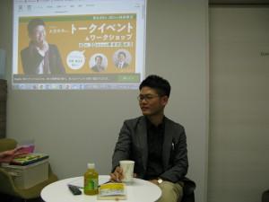 口下手であがり症なのに目立ちたがりの僕。イベントを企画してくれた坂さんに感謝のまなざしを送っています