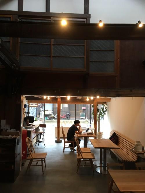 内部は都会的なので驚きました。Cafeスペースはもちろん、木工所や宿泊施設もあります。
