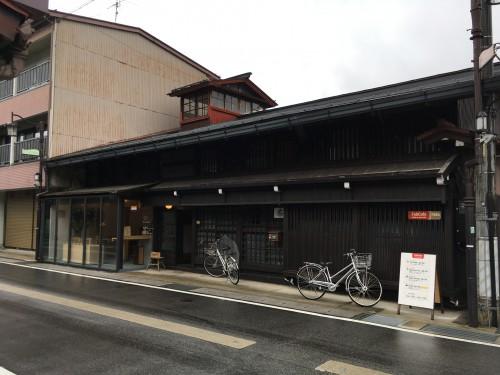午後は、古川町にあるFabCafeHidaへ。昔の大金持ちの邸宅を再利用しているとのこと。。松本さんはここのスタッフでもあります。