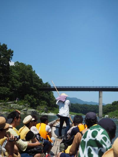 池袋から西武秩父まで乗り継いで2時間半。さらに秩父鉄道で30分で長瀞に到着。川下りは予約してあったのですぐに乗れました