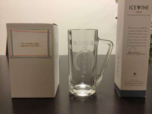 記念品ジョッキはこちら。他に、常連のナオさんからアイスワインもいただきました。感謝!
