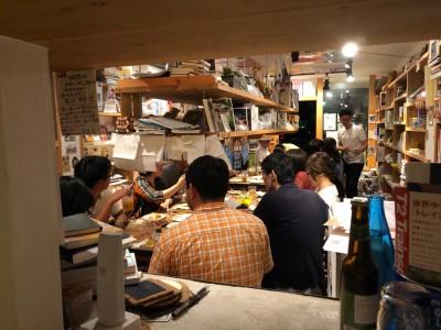 幸田駅前書店の素敵な店内をすべて使わせてもらいました。木目が優しい空間です