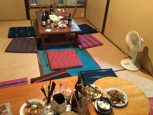終了後、みんなで食器の片づけをするのが恒例です。快く協力してくれるお客さんばかり。ありがとう!
