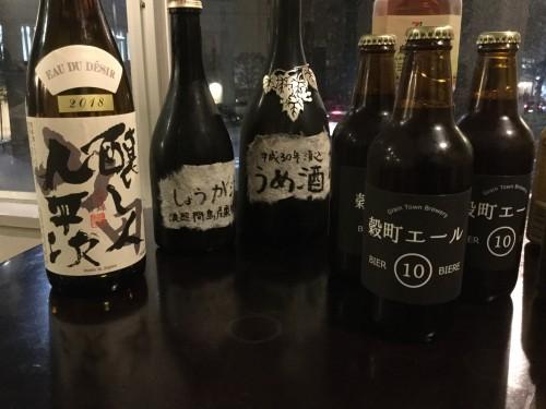 持ち込んだアルコールの一部。右から、及川さんの友だちが製造・販売しているクラフトビール(新仙台名物)、及川さんの自家製梅酒(いいお味!)、僕が持参した愛知の銘酒「醸し人九平次」です。たくさん飲みました