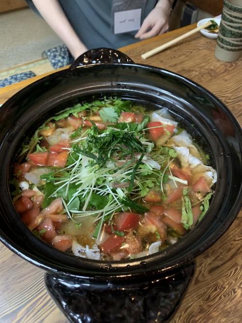 鯛の切り身と豚肉と夏野菜が入った冷たい鍋。もはや「蕎麦前」のレベルを超えています。すごいよ、安藤さん!