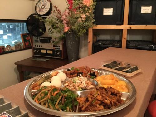 食事は、京華三谷店の中華オードブルとサンヨネ蒲郡店の太巻きを用意。ご満足いただけたと思います